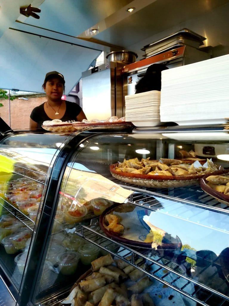 Photographie, finalisée, projet Tsak Tsak Madagscar Street Food, entrepreneur en service