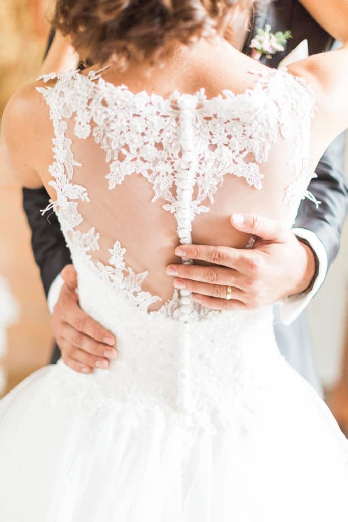 Mariage, wedding, wedding-planner, graphiste, photographie, dos nue mariée, Alizée Laurence projet graphic